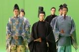 『青天を衝け』第22回放送よりVFX合成前のグリーンバックでの撮影風景(C)NHK