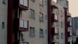 アパート壁面=ドキュメンタリー映画『東京オリンピック2017 都営霞ヶ丘アパート』8月13日よりアップリンク吉祥寺(東京)ほか全国で公開決定 (C)Shinya Aoyama