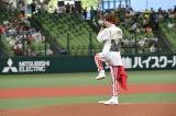 『マイナビオールスターゲーム 2021』の第1戦でファーストピッチセレモニーを行った高橋優斗 (C)テレビ朝日