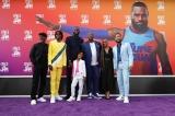 左から3人目の背の高い彼がレブロン・ジェームズ=映画『スペース・プレイヤーズ』(8月27日公開)ワールドプレミアの模様(C)2021 Warner Bros. Entertainment Inc. All Rights Reserved.