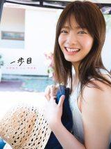 櫻坂46・田村保乃の1st写真集『一歩目』HMV版表紙(撮影/Takeo Dec.)