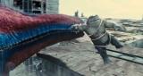"""キングシャークを振り回しているのは…=映画『ザ・スーサイド・スクワッド """"極""""悪党、集結』(8月13日公開)新たに解禁された場面写真(C)2021 WBEI TM & (C)DC Comics"""