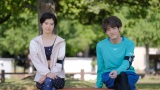 『彼女はキレイだった』第4話に出演する佐久間由衣、赤楚衛二 (C)カンテレ