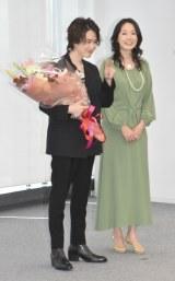 エイベックス所属を発表した人気YouTuber・カルマ(左)と、とよた真帆 (C)ORICON NewS inc.