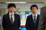 『ハコヅメ〜たたかう!交番女子〜』第4話に出演する三浦翔平、山田裕貴(C)日本テレビ