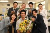 伊藤英明の誕生日を祝う『24時間テレビ44 想い〜世界は、きっと変わる。』キャストたち(C)日本テレビ