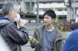 佐藤健、新作映画のメイキング写真