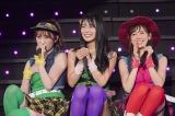 吉田朱里(左)と渡辺美優紀(右)が10年前の衣装で登場し白間美瑠が妹に戻った「投げキッスで撃ち落せ!」(C)NMB48