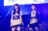 NMB48最後の1期生・白間美瑠(左)の卒業コンサートに駆けつけた山本彩(C)NMB48