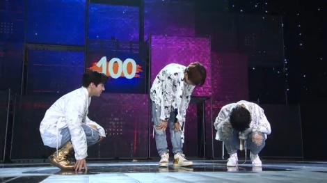 100点をもらったうれしさで泣き崩れる「ソウル大トップ」チーム=dTV『LOUD』第5話先行カット