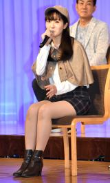 石川由依、探偵助手の衣装披露