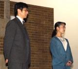 最終シーンをチェックする(左から)西島秀俊、高畑充希=『とと姉ちゃん』クランクアップ取材会(C)ORICON NewS inc.