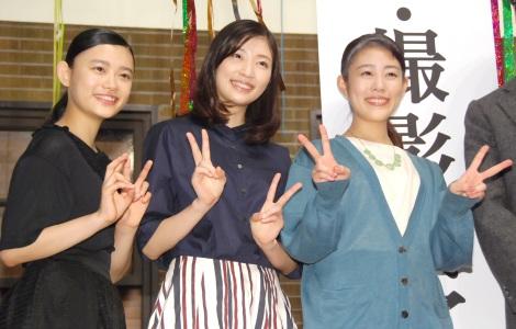 『とと姉ちゃん』クランクアップ取材会に出席した姉妹役の(左から)杉咲花、相楽樹、高畑充希 (C)ORICON NewS inc.