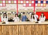 『あちこちオードリー』に日向坂46が出演(左から)上村ひなの、松田好花、若林正恭、潮紗理菜、春日俊彰、佐々木久美(C)テレビ東京