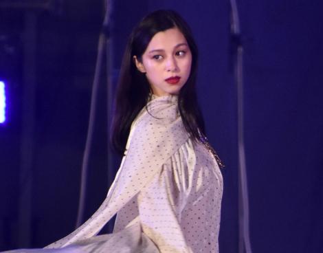 『第33回 マイナビ 東京ガールズコレクション 2021 AUTUMN/WINTER』に出演した中条あやみ (C)ORICON NewS inc.