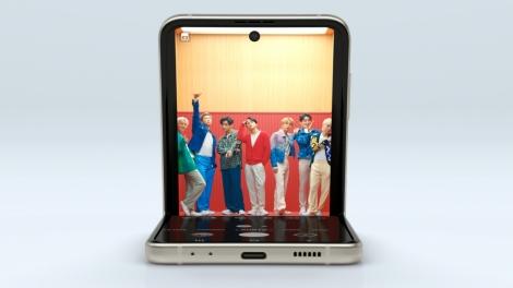 Galaxyの折りたためるスマートフォン「Galaxy Z Flip35G」