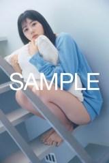 瀧野由美子、輝くような美脚で魅了