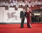 映画『ハロウィン KILLS』(10月29日公開)「第78回ベネチア国際映画祭」ワールドプレミアに参加した(左から)デヴィッド・ゴードン・グリーン監督、ジェイミー・リー・カーティス