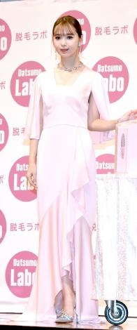 薄ピンクのドレス&大きめアクセで大人かわいい色気を振りまいた藤田ニコル=『脱毛ラボ・プロエディション』新CM発表会(C)ORICON NewS inc.