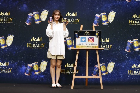 アサヒビール『ハイボリー』テレビCM発表会に出席した滝沢カレン