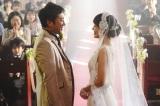 一男(ムロツヨシ)と江津子(奈緒)の幸せにあふれた場面写真=映画『マイ・ダディ』(9月23日公開)(C)2021「マイ・ダディ」製作委員会