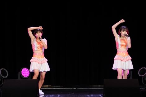ハロプロ研修生新メンバーの吉田姫杷(左)と川嶋美楓=『Hello! Project 研修生発表会2021 9月〜STARS〜』東京公演より