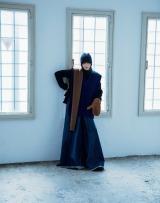 『装苑』11月号で表紙を飾る小松菜奈 撮影:オザワキヨエ
