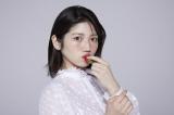 村山彩希=ABCマートWEB CM「ニューバランス327 Walking Dance篇」出演