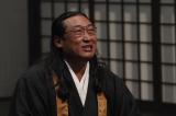 住職(秋山竜次) =『ヘイ!モンジュ!〜迷えるわたしに教養を〜』9月27日、NHK総合で放送 (C)NHK