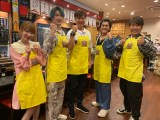 『まんぷくダービー』に出演する(左から)もえのあずき、ジェシー(SixTONES)、岡島秀樹、森本慎太郎(SixTONES)、藤本敏史(FUJIWARA) (C)TBS