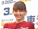 """田中理恵、スーツ姿で""""180度の大開脚""""「まだ現役イケる!」「可愛いすぎます」の声"""
