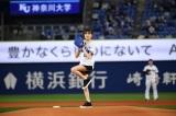『リュウソウ』アスナ・尾碕真花、人生初始球式に登場「大変光栄」 ホットパンツ姿で豪快なフォーム